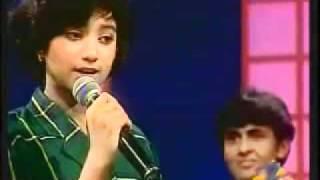Shreya Ghoshal   Suniyo Ji   Saregama Live.wmv
