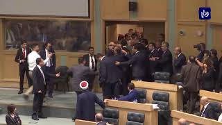 رئيس الوزراء يلتقي مواطناً حاول الانتحار ويتابع قضيته - (20-7-2018)