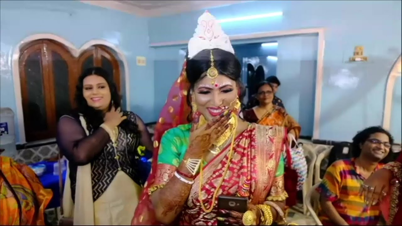 Download Indian transgender couple tie the knot in a traditional ceremony | AFP
