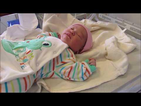 اسئلة وأجوبة عن تجربتي مع الولادة القيصرية وأشياء فعلتها بعد الولادة وندمت عليها وتشققات البطن ووووو