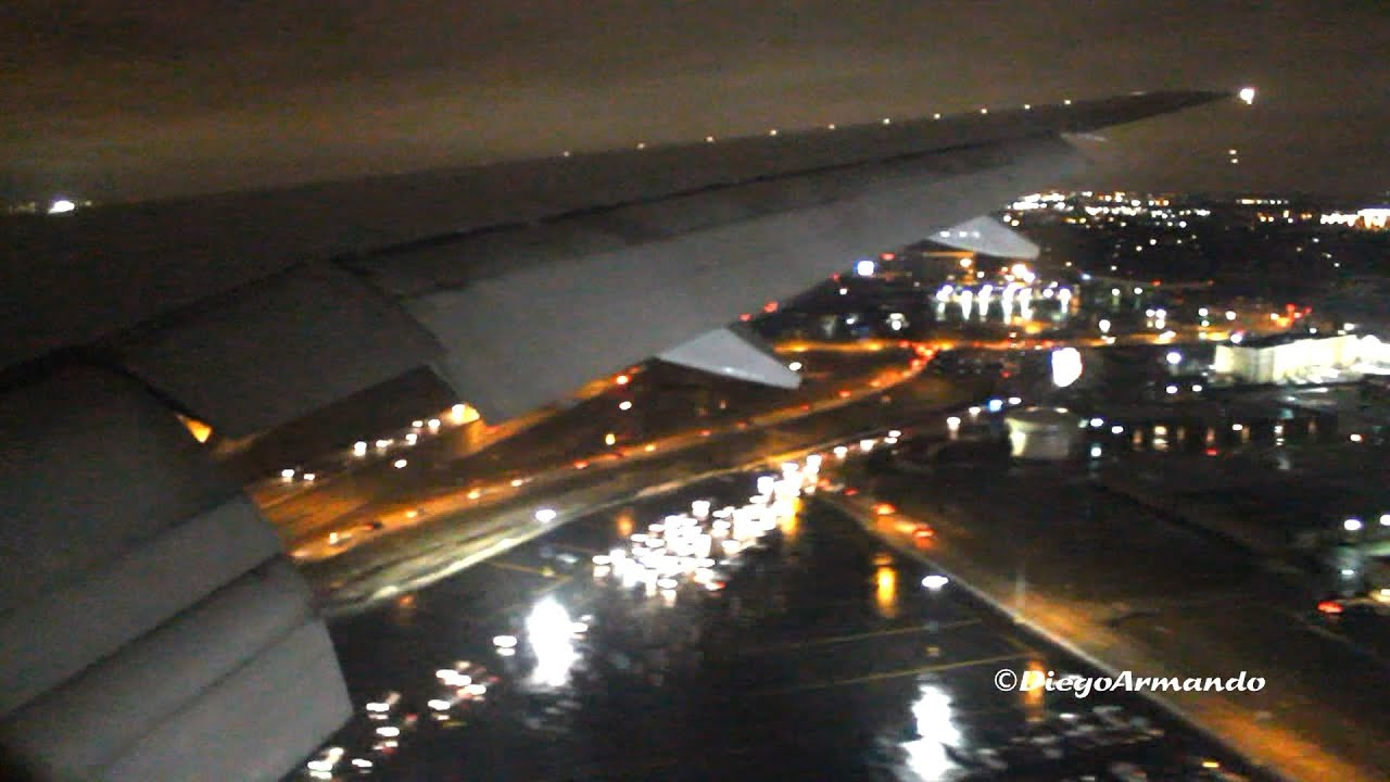 United Airlines Boeing 777 200 Night Landing At Chicago O