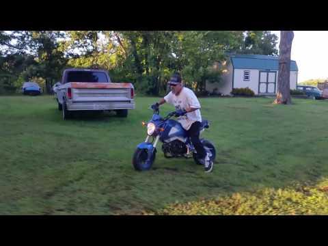 Old man stunt Grom ride it like it is stolen MSX 125 Honda