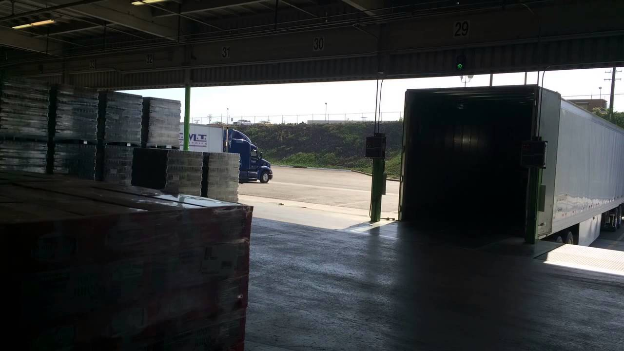 Fastest Truck Unload w/ Double Forklift ext