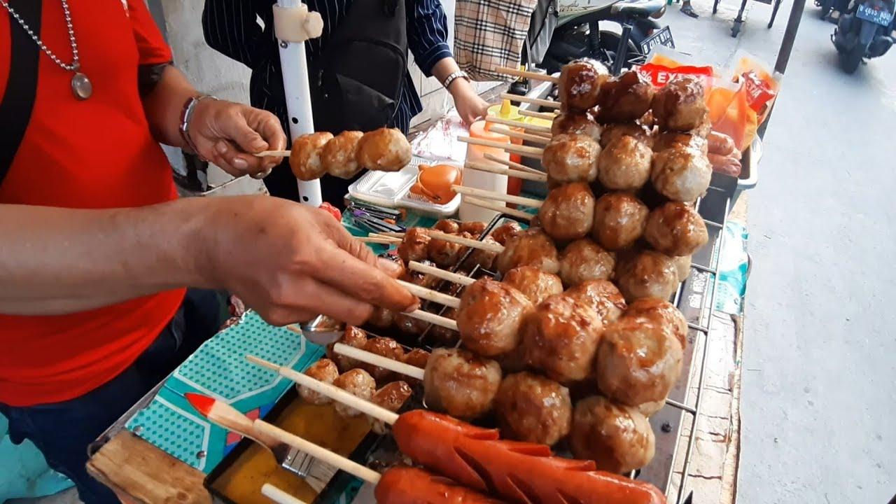 BAKSO BAKAR RAKSASA !! INDONESIAN GIANT MEAT BALL STREET FOOD