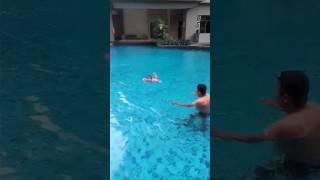Risa sedNg berenang
