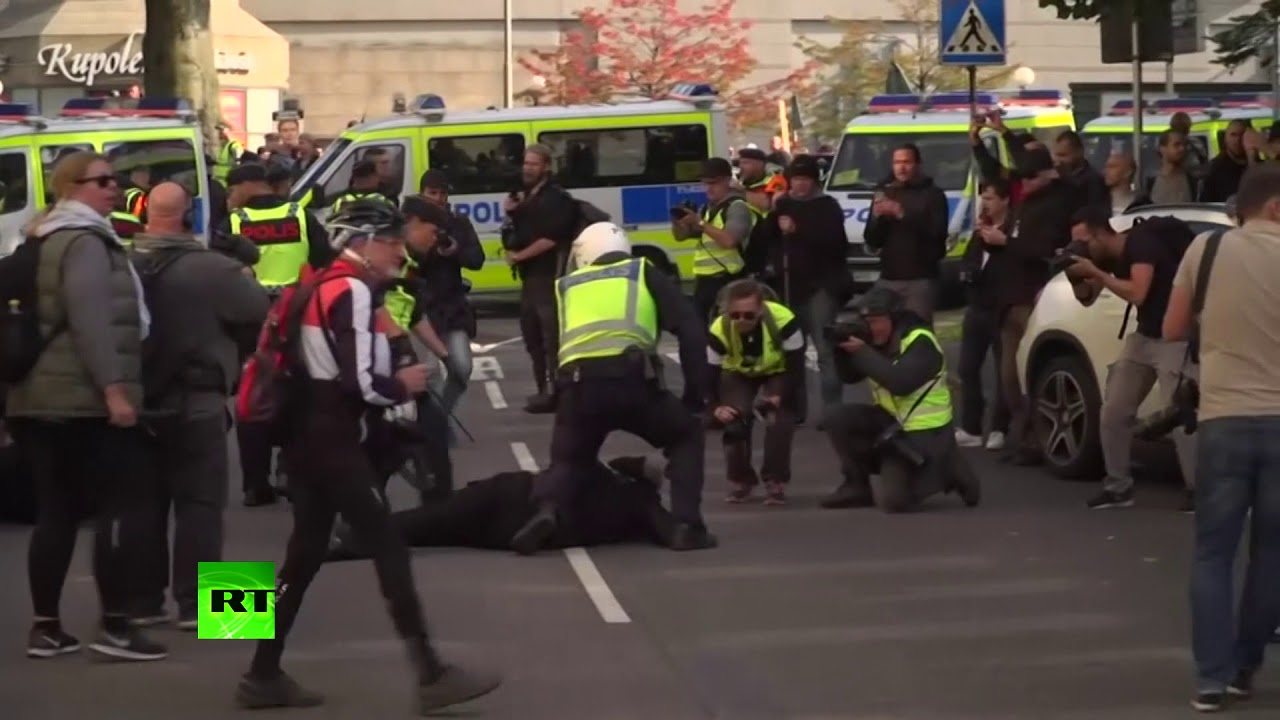 Neo-Nazis & anti-fascist activists clash with police during far-right march in Sweden