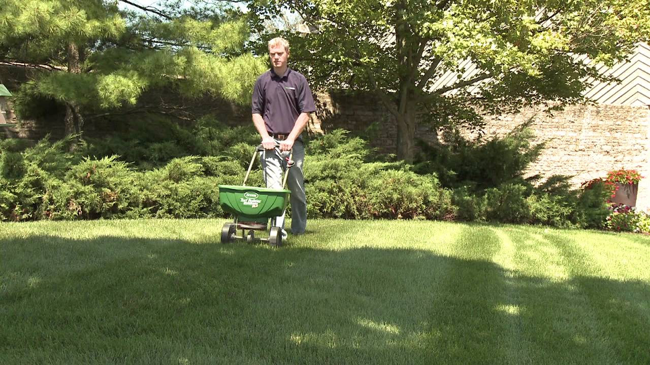 How to Use a Scotts® Broadcast Spreader on Your Lawn