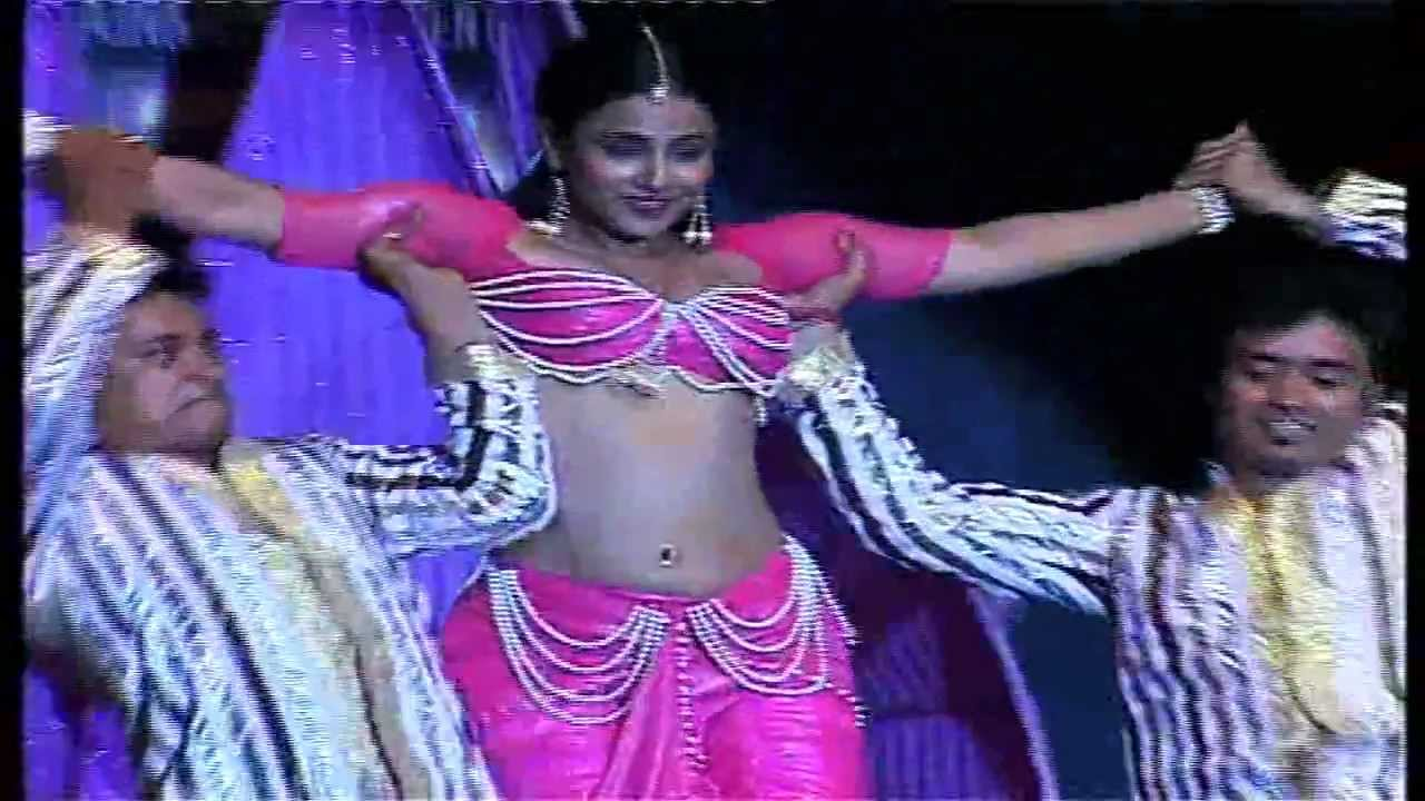 Download Vidya Balan's Sexy Performance On 'Oo La La'