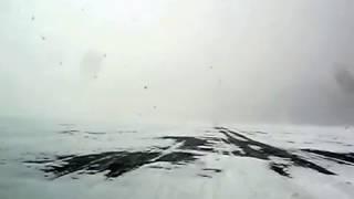 По льду Байкала, в зимний ураган, Большие КОТЫ - Листвянка.