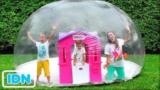 Vlad dan Nikita Membangun Rumah Bermain Tiup Untuk Anak Anak