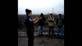CHP's Celia Capulin talks with farm workers (in Spanish)