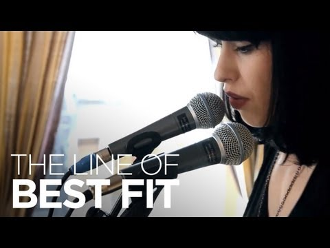 """Kimbra Performs """"Settle Down"""" For The Line Of Best Fit"""