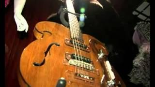 В Нью-Йорке продали знаменитую гитару участников Beatles