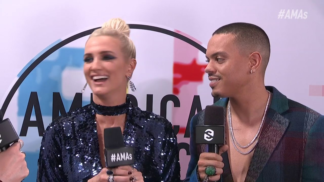 Ashlee Simpson and Evan Ross Red Carpet Interview - AMAs 2018
