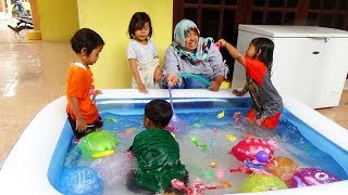 Bermain Balon Di isi Air Kolam Renang Mini - Kids Playing Swimming Pool