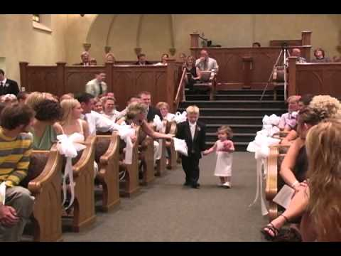 Flower Girl At This Wedding Makes The Best Entrance Ever ...