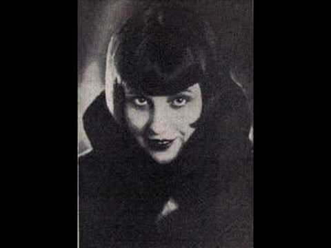 "Crazy 1920s in Poland - Barbara Rylska sings Zula Pogorzelska's ""She's Tipsy!"""