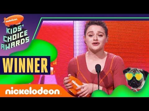 "Joey King Shouts Out Rihanna After Winning ""Favorite Movie Actress""   2019 Kids' Choice Awards"