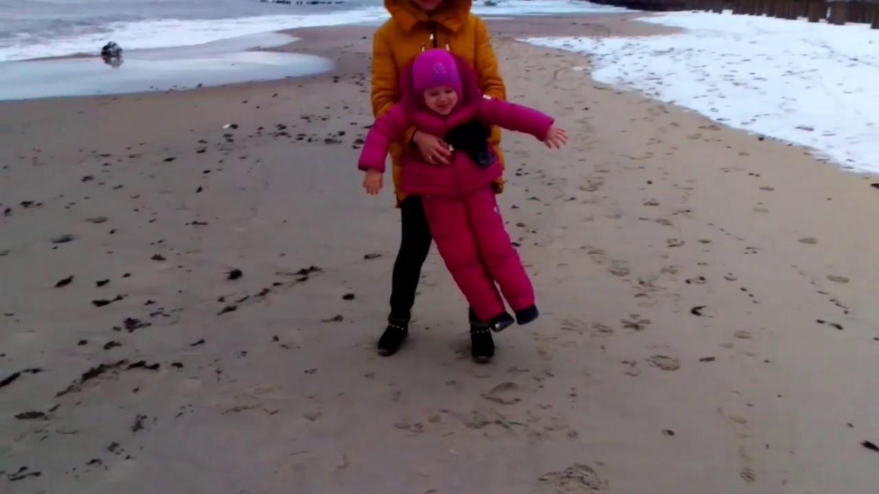 Чем привлекает одесситов зимний пляж (видео)