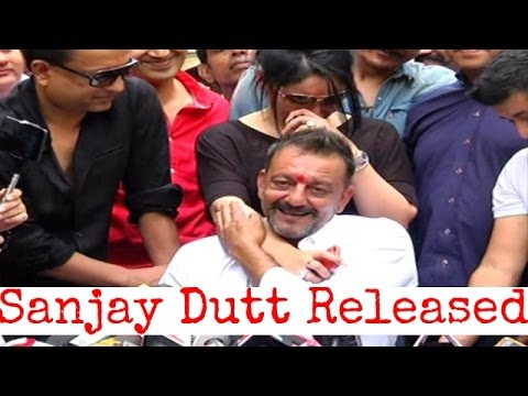Sanjay Dutt talking to press after release from jail ...
