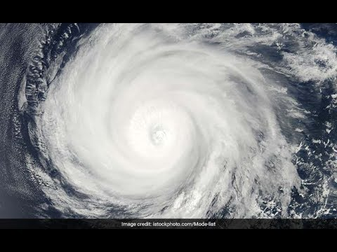 "Cyclone ""Mora"" Live."