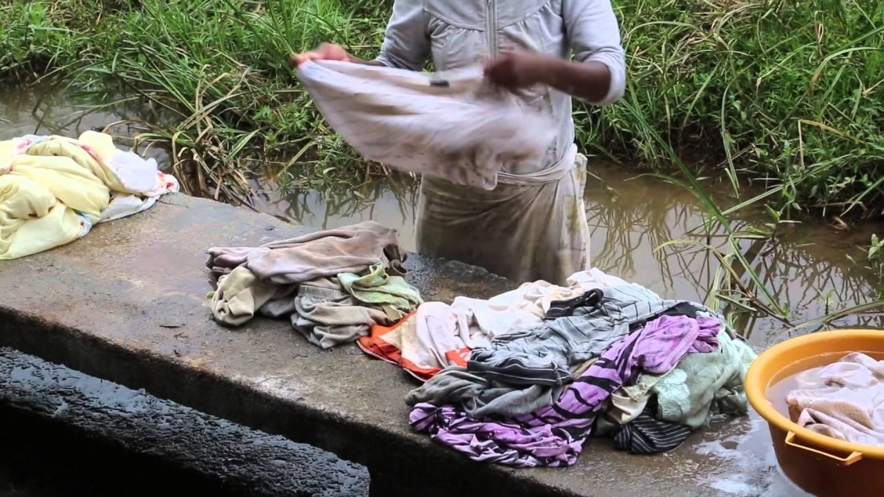 madagascar lavage du linge dans la rivi re madagascar wash clothes in the river youtube. Black Bedroom Furniture Sets. Home Design Ideas