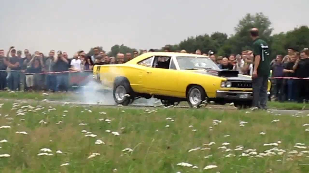 1968 Super Bee Vs 1969 Road Runner Burnout And