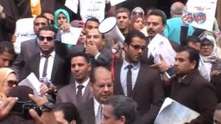 أخبار اليوم | وقفة إحتجاجية للمحامين ضد