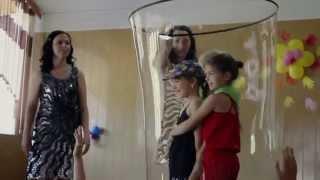 Шоу гигантских мыльных пузырей сестер Крамских