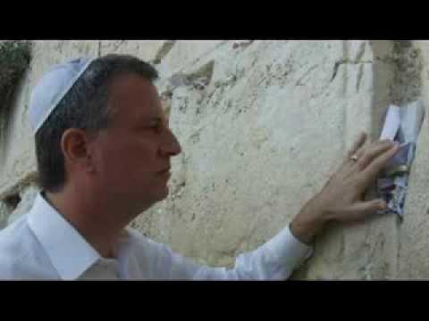 Bill de Blasio Talks Jewish Outreach, Israel and Kugel On Saturday Night Radio