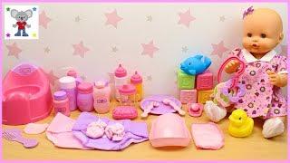 Neceser con 30 ACCESORIOS para la Muñeca Bebé   Qué llevar en el Bolso Cambiador de la BEBÉ NENUCO thumbnail
