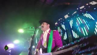 Play El Tucanazo (live)