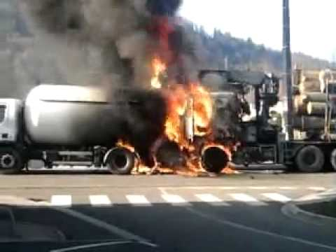 accident ferdrupt le camion prend feu youtube. Black Bedroom Furniture Sets. Home Design Ideas