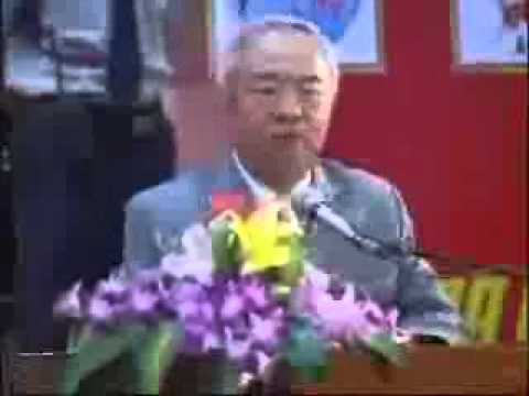 GS.TS.BS Nguyễn Xuân Cương nhận cúp vàng chất lượng hội nhập