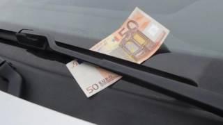 UPOZORENJE VOZAČIMA: Ukoliko vidite novčanicu na brisaču – odmah startujte auto i bežite odatle! thumbnail