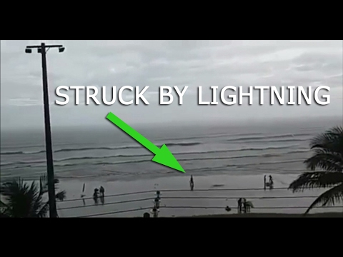 Woman is struck by LIGHTNING walking along beach in São Paulo - Taline Campos
