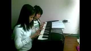 [15/2/2013] đánh đàn organ bài  đội kèn tí hon