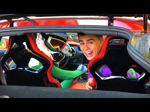 Race Driver Green Man Started Race on Chevrolet Corvette VS Mr. Joe in Shop for Kids