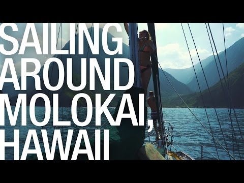 SAILING AROUND MOLOKAI HAWAII