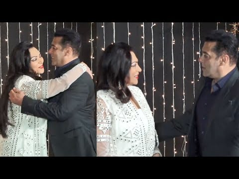 Salman Khan Gives TIGHT HUG To Simi Garewal At Priyanka Nick Mumbai Reception 2018