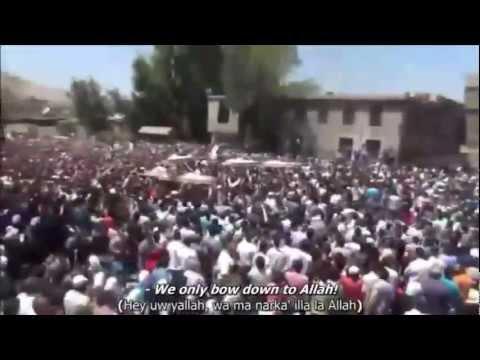 Puluhan Ribu Iringi Pemakaman Jenazah Syuhada, Kafar Souseh, Damaskus, Suriah, Mei 2012