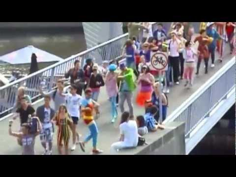TIGHT BRIGHT Train  Spandy Andy Flash Mob