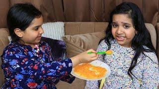 शफ़ा बेबी की देखरेख के लिए मम्मी की मदद करती है।