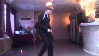 Танец свидетеля на свадьбе друга