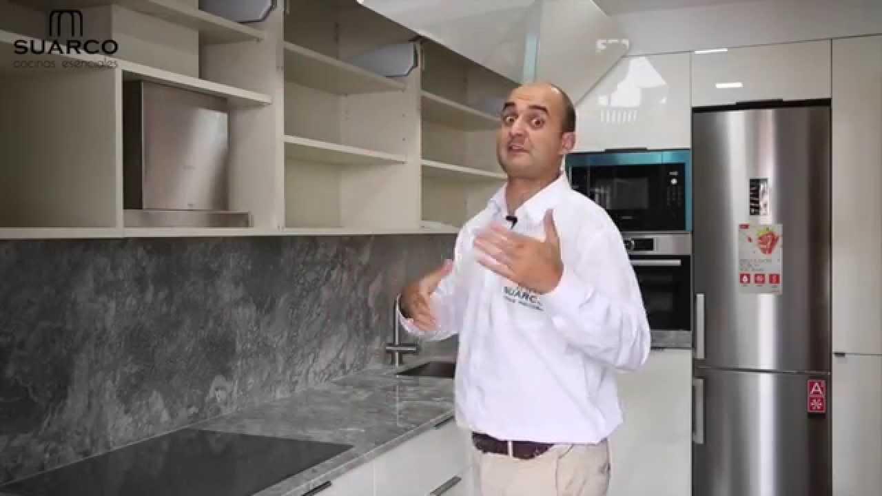 Video de cocinas integrales modernas blancas con tirador for Muebles de cocina suarco