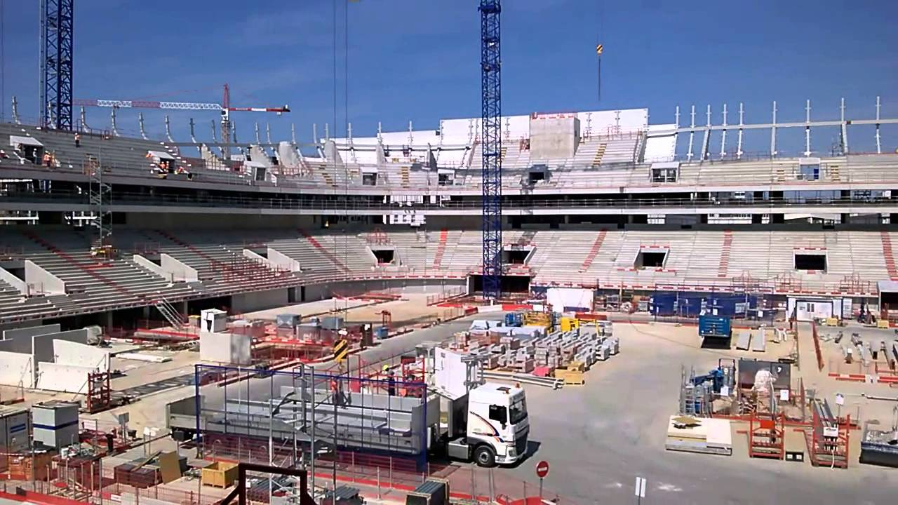 U arena la mise en place des tribunes youtube for Interieur u arena