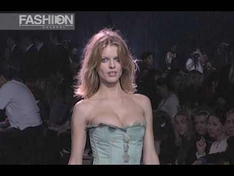 [VIDEO] - CHLOE' Fall Winter 1998 1999 Paris - Fashion Channel 5