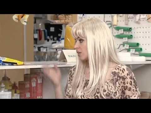 6 кадров. Блондинка в хозяйственном