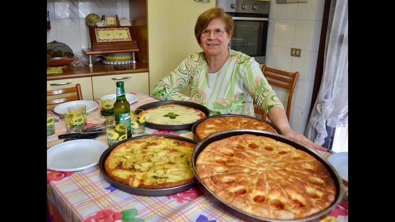 Ricetta Focaccia Nonna.Pizza E Focaccia Pugliese Con Un Piccolo Trucco Ricette Della Nonna Maria Youtube