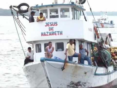 barco bolichero fue capturado por marina de puerto bolivar.mpg